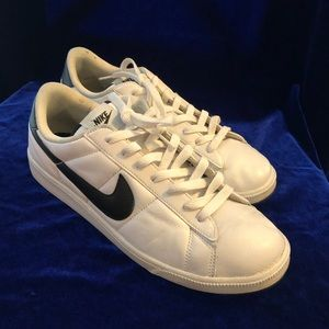 Nike Sport Men's Tennis Shoes Size 9.5
